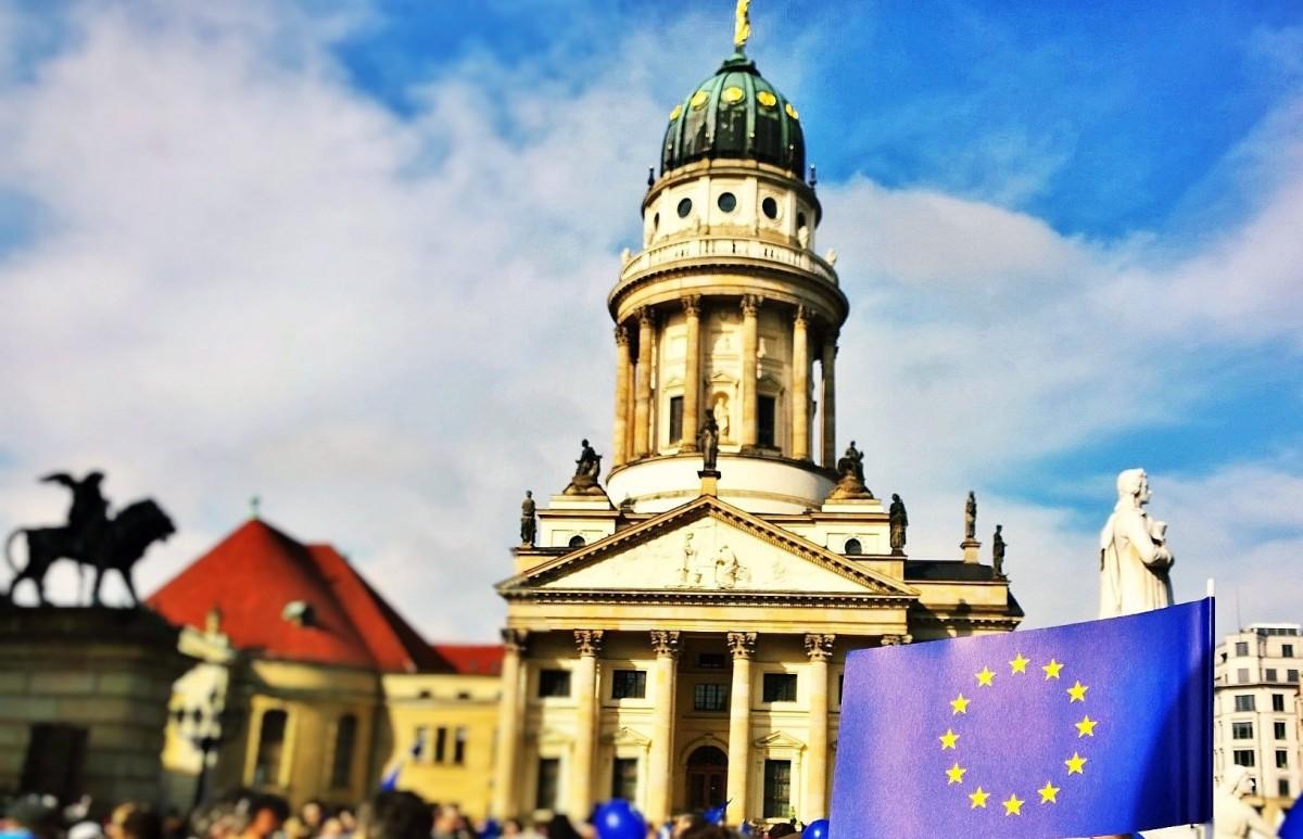 EU-Richtlinie 2018: Neue Vorschriften zur Energieeffizienz von Gebäuden und zu Ladestationen für E-Autos nehmen Gestalt an
