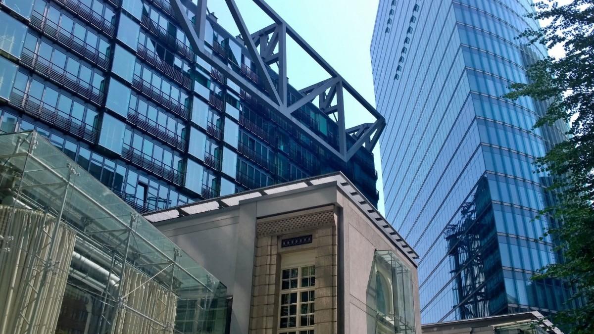 Das Notleitungsrecht zur Erschließung über das Nachbargrundstück:  Auch Bestandsgebäude sind mit Ver- und Entsorgungsleitungen belastbar
